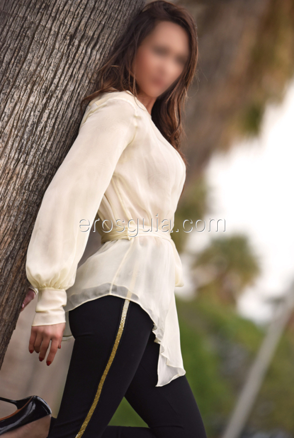 I'm an affectionate girl, attentive, sensual and eager to meet men to enjoy...