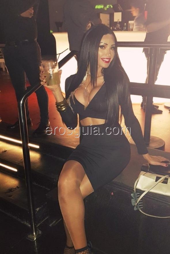 La scultorea modella Yngrid Guimaraes Top Trans spettacolare!!! Sono una...