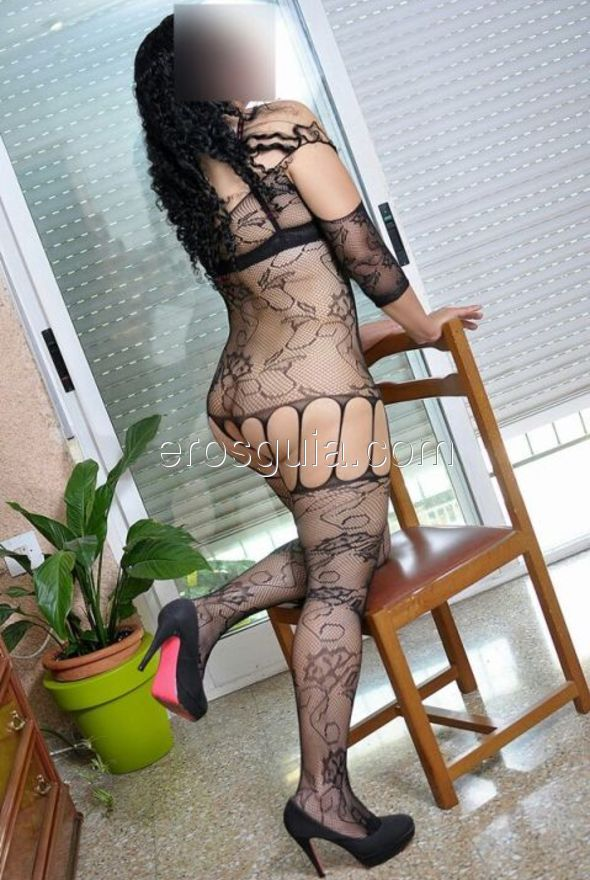 I am a woman with fantastic curves, large natural breasts and an expert...