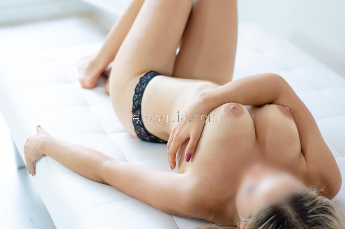 En la intimidad presume de ser una amante espectacular y unos movimientos...