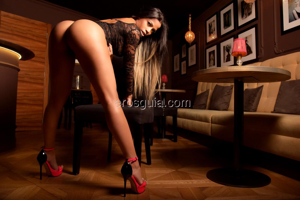 Ven a La Suite Barcelona y disfruta de mis curvas explosivas, siente el...